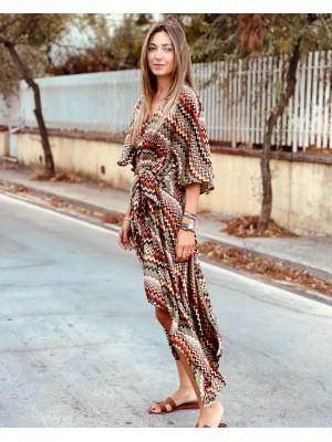 Εντυπωσιακό ασύμμετρο φόρεμα μεσάτο με ζώνη σε σατινέ εμπριμέ ύφασμα
